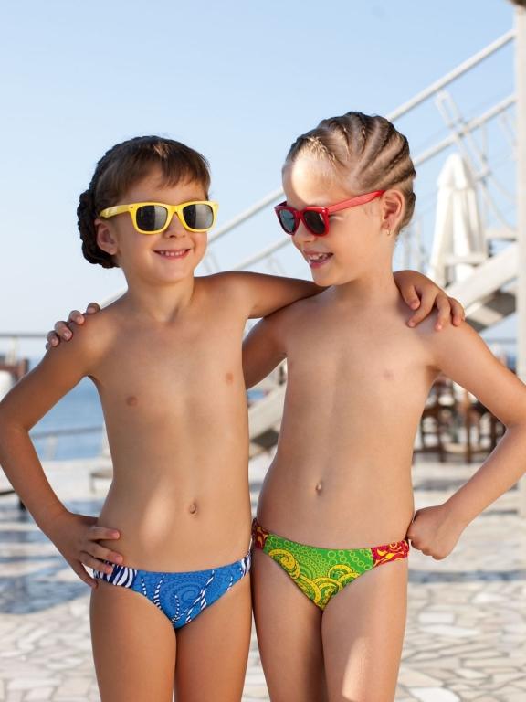 девочки модели в купальниках
